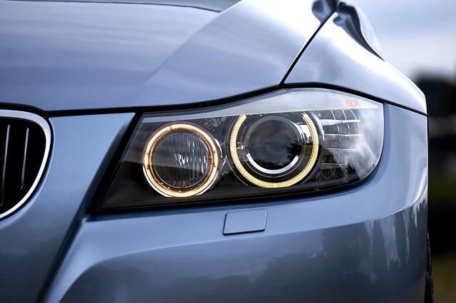 BMW auto baten aurreko argiak